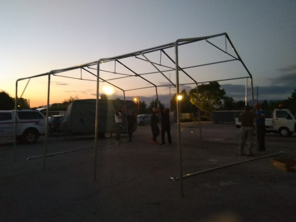 Montaggio tenda ricovero mezzi e attrezzi