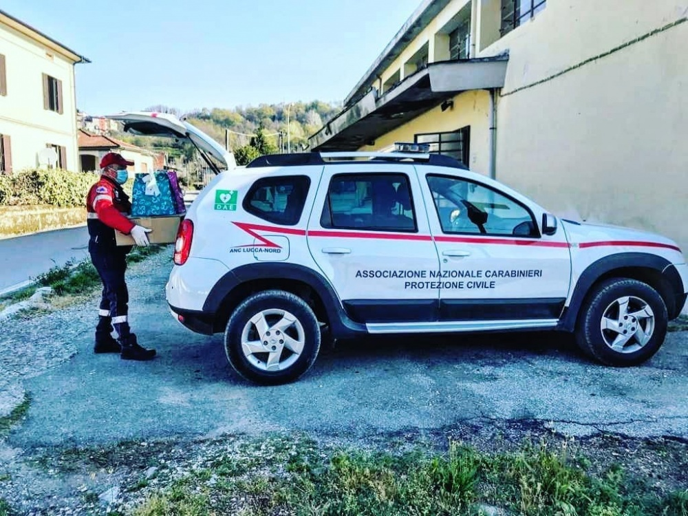 Consegna uova Caffarel - Ospedale San Francesco