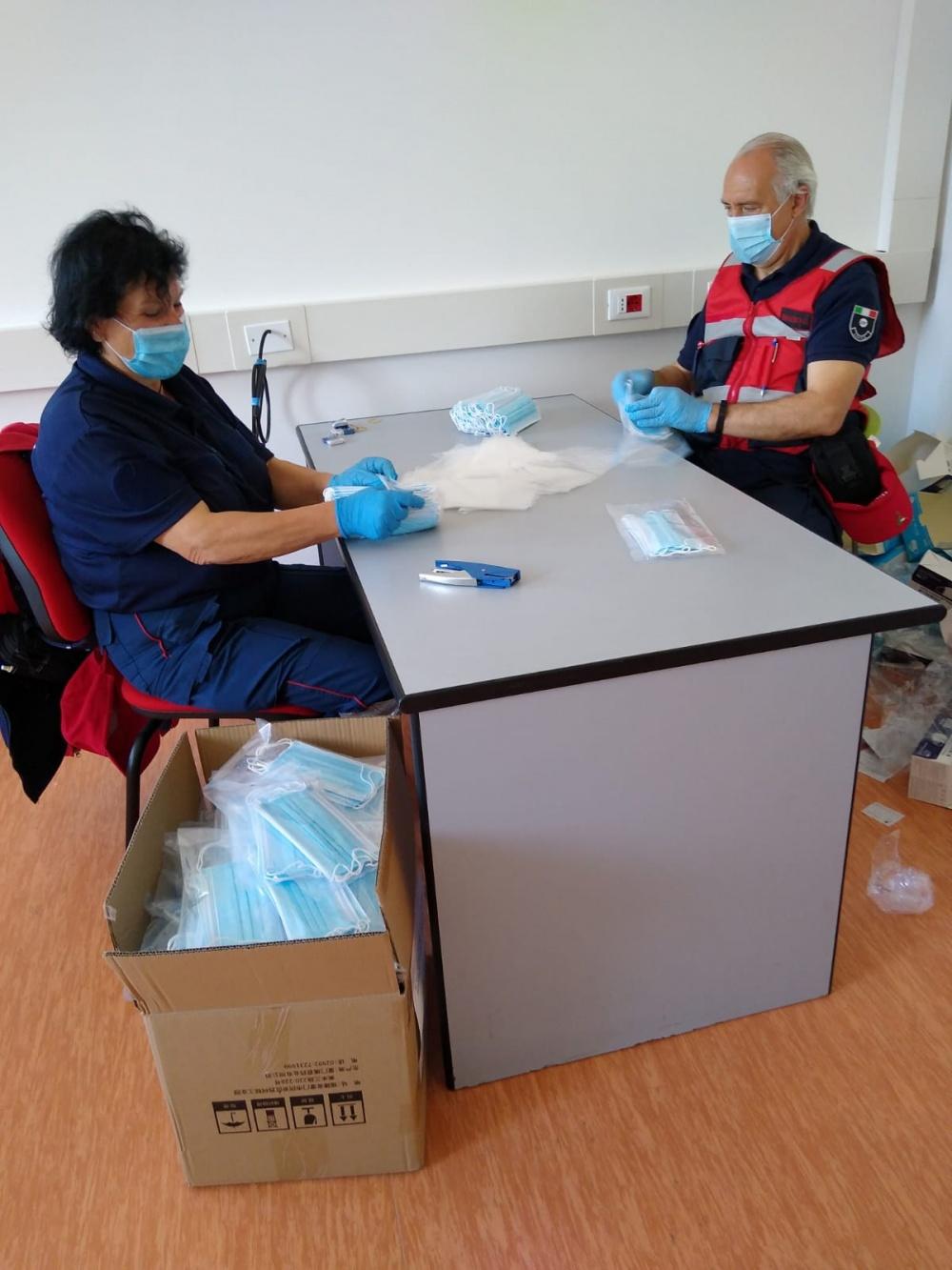 29 aprile 2020 - COI Piano di Gioviano, confezionamento mascherine da distribuire alla popolazione