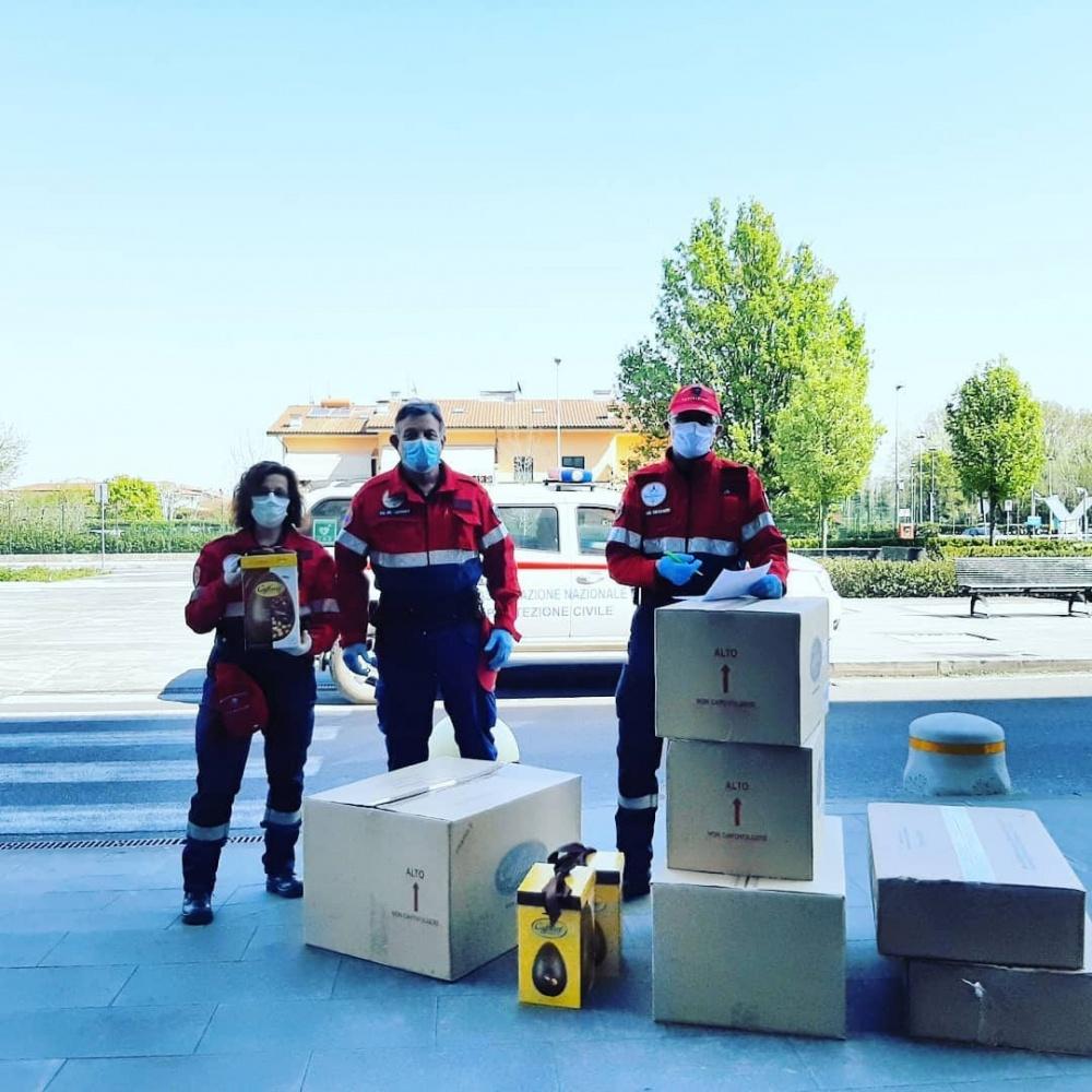 Consegna uova Caffarel - Ospedale San Luca