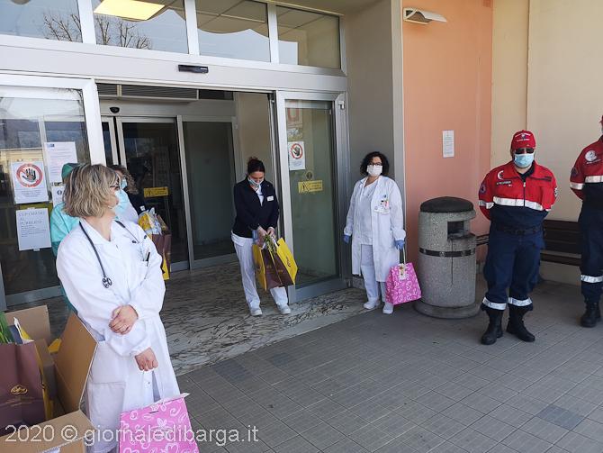 Uova di Pasqua e colombe al personale degli ospedali di Lucca, Valle del Serchio e Versilia