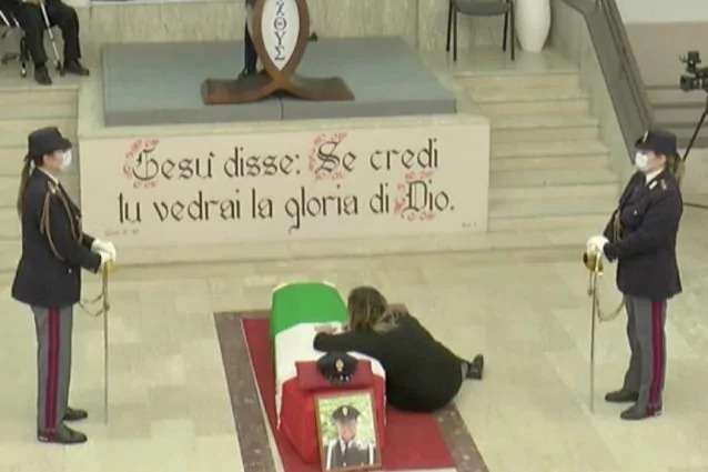 Funerali Apicella - foto fanpage.it